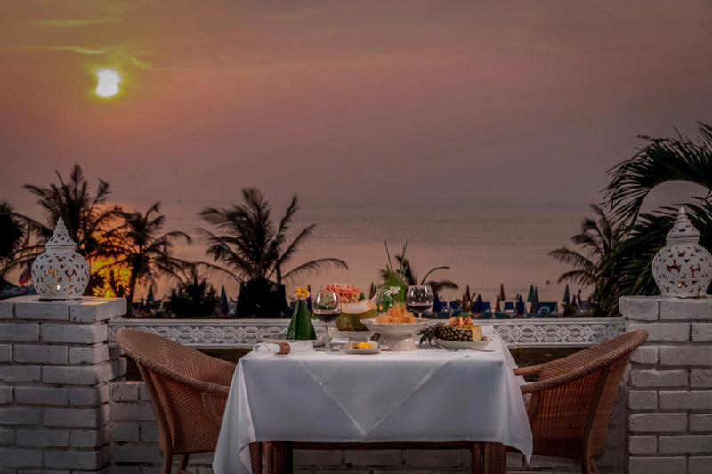 Phuket_Thavorn_Palm_Beach_Resort_Karon_Beach_Old_Siam_Sunset_Dinner_Romantic